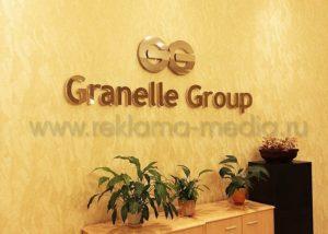 Несветовые объёмные буквы премиум класса для офиса инвестиционно-промышленной компании. Материал - стекло и глянцевый металл