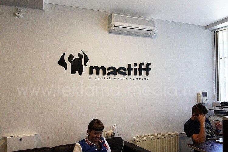 Вывеска из цветного акрила для офиса продакшен-компании Mastiff. Интерьерная вывеска