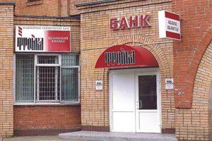 Козырёк над входной группой для отделения банка
