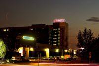 Светодиодные объемные буквы на крыше Бизнес Центра. Ночное фото