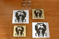 Дверные ручки - двухуровневые таблички из акрила, латуни и алюминия с изображением гербов