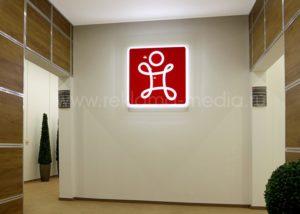 Двухуровневая световая акриловая вывеска для холла компании