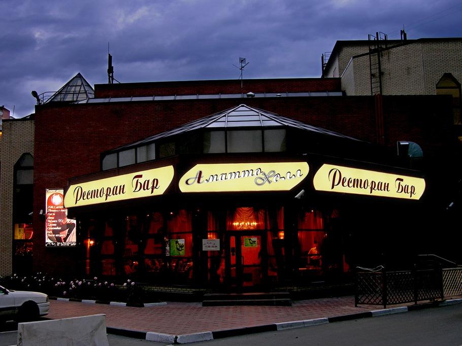 Вывеска для ресторана Трёхсекционный световой короб со светоблокирующей плёнкой Вид ночью