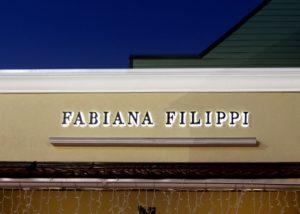 Объемные светодиодные буквы для бутика одежды Ночное фото