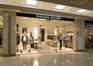 Интерьерная вывеска для брендового магазина одежды в торговом центре