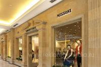 Вывески для мультибрендового бутика одежды в торговом центре