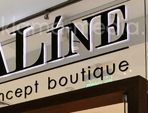 Световые объемные буквы на стекле – премиум вывеска для бутика одежды «Aline»