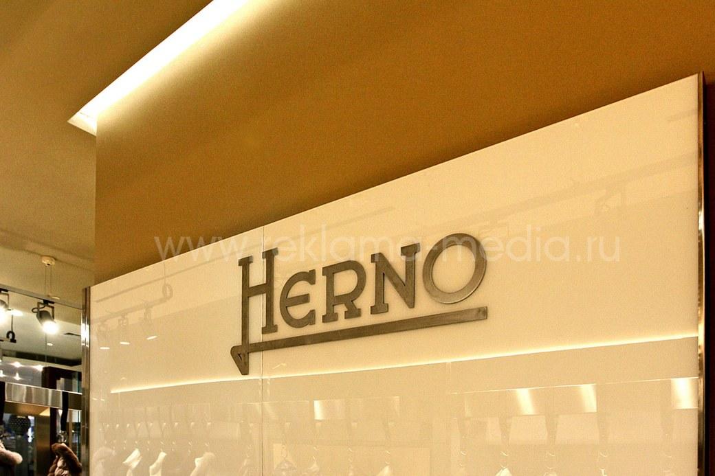 Несветовые буквы из металла для интерьера бутика одежды.