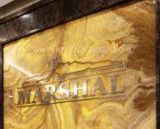 Объемные буквы на стене из натурального оникса Интерьерная вывеска бизнес уровня