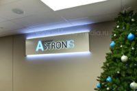 Интерьерная вывеска с комбинированной подсветкой для офиса компании