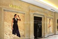 Наружная реклама - вывески в виде объемных букв и наклейки на окна магазина в торговом центре