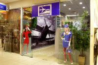 Реклама - наклейки на стекла. Наклейки ростовых фигур на окна павильона